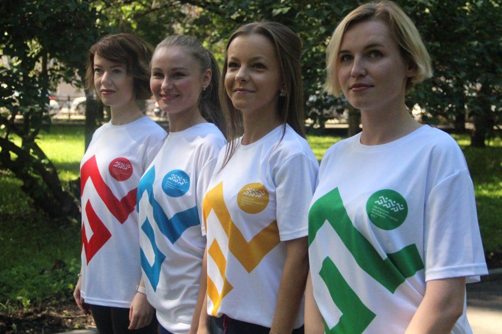 Сотрудницы пресс-службы Администрации города Перми в футболках Пермского международного марафона
